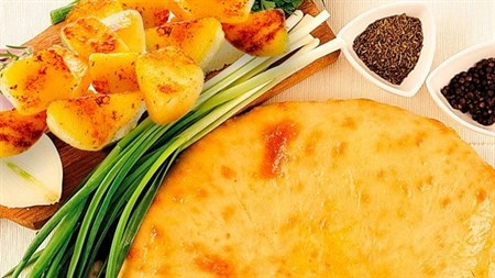 С картофелем и зеленым луком, 750 гр. Осетинский пирог - фото 4607